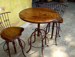 home_0003s_0013_2-artes-em-ferro-053-mesa-e-banco-em-ferro-com-prolongador-de-altura-acento-em-madeira-de-demolicao