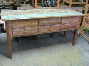 AD-Samaria em madeira de demolição com (1,40 x0,45 x 0,80 alt.) R$1,500.00
