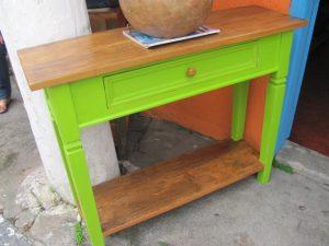 Aparador em madeira com pintura em verde